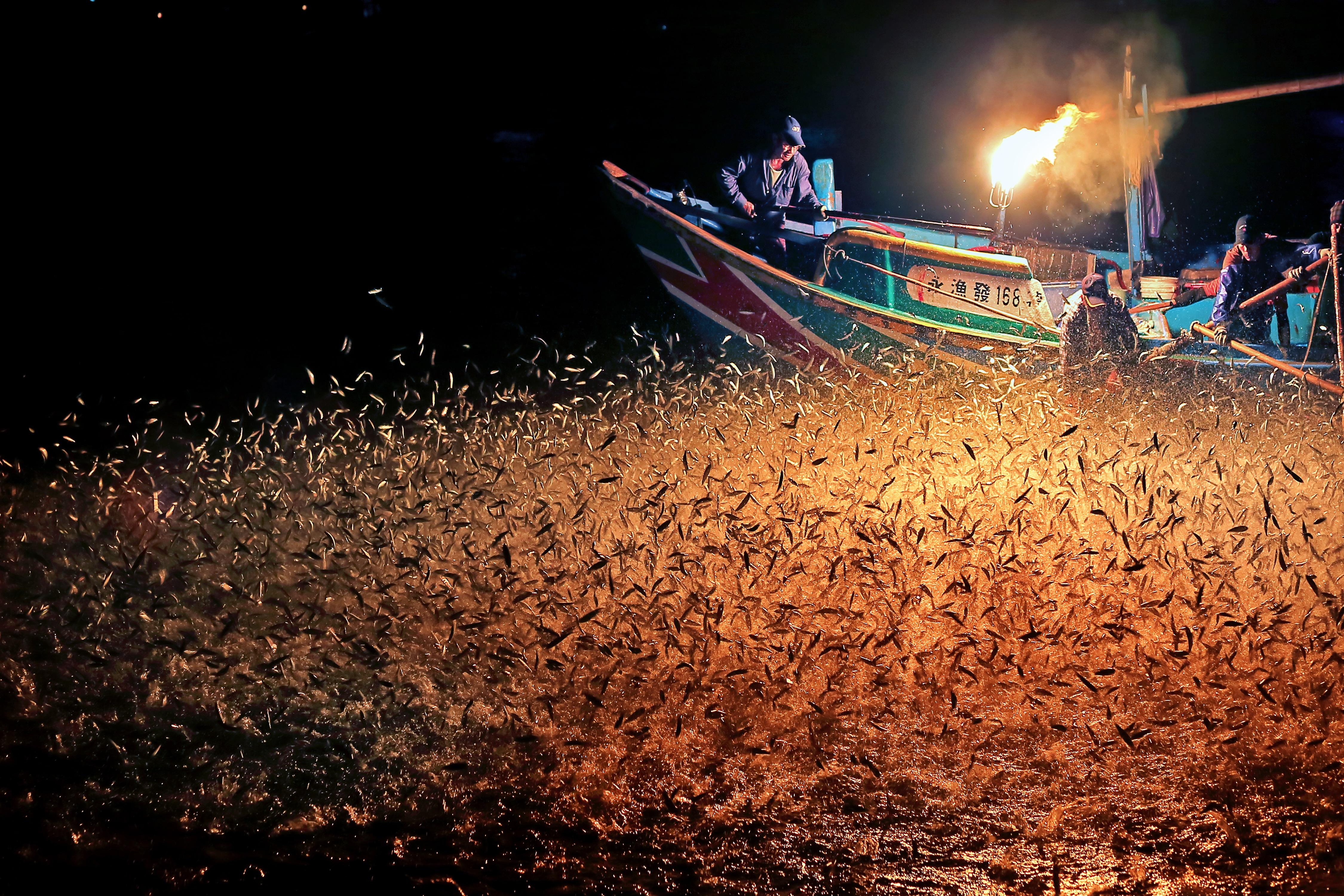 Fish-catching with sulfuric fire in Jinshan